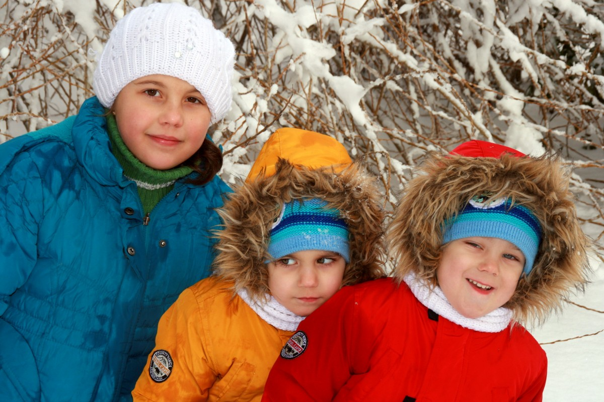 twins_brother_sister_winter_snow_smile-832069.jpg!d